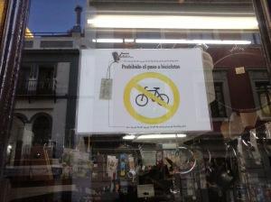 Prohibido entrar con bicicleta