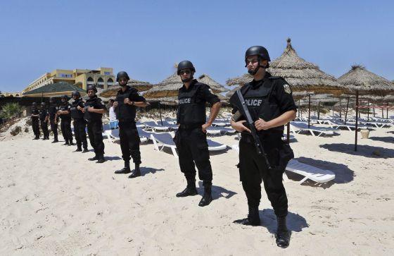 Policías en Túnez