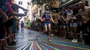 Contestants take part in the annual high heels race during Gay Pride celebrations in Chueca quarter in Madrid, Spain, July 2, 2015. The winner of the race receives a prize of 500 euros ($555), according to the organisers. REUTERS/Sergio Perez