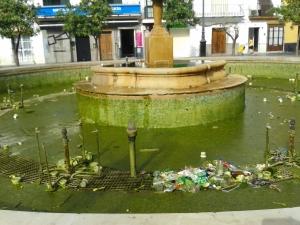 20150812 Fuente del Cabildo, de limpieza (4)