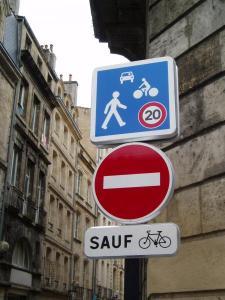Doble sentido ciclable (Bordeaux, quartier St Michel)