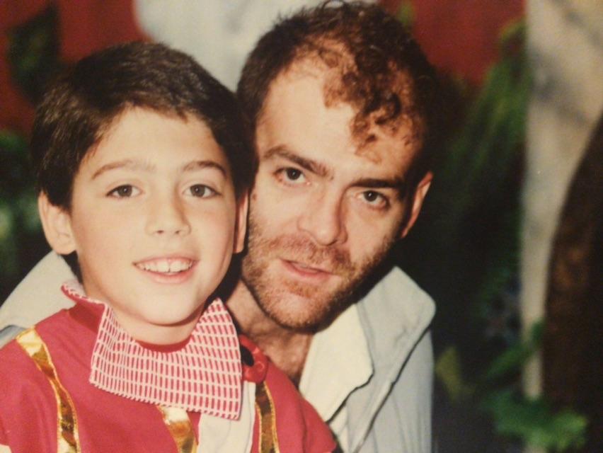 Seises de la Escuela Francesa 1988 Javiero con su padre, Daniel Lebrato, entonces Dani el Rojo