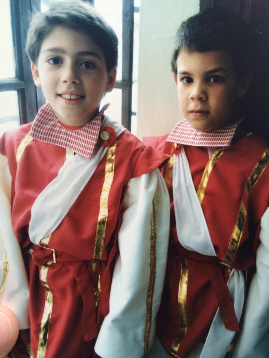 Seises de la Escuela Francesa 1988 Javiero Lebrato con su primo Manuel Rasero