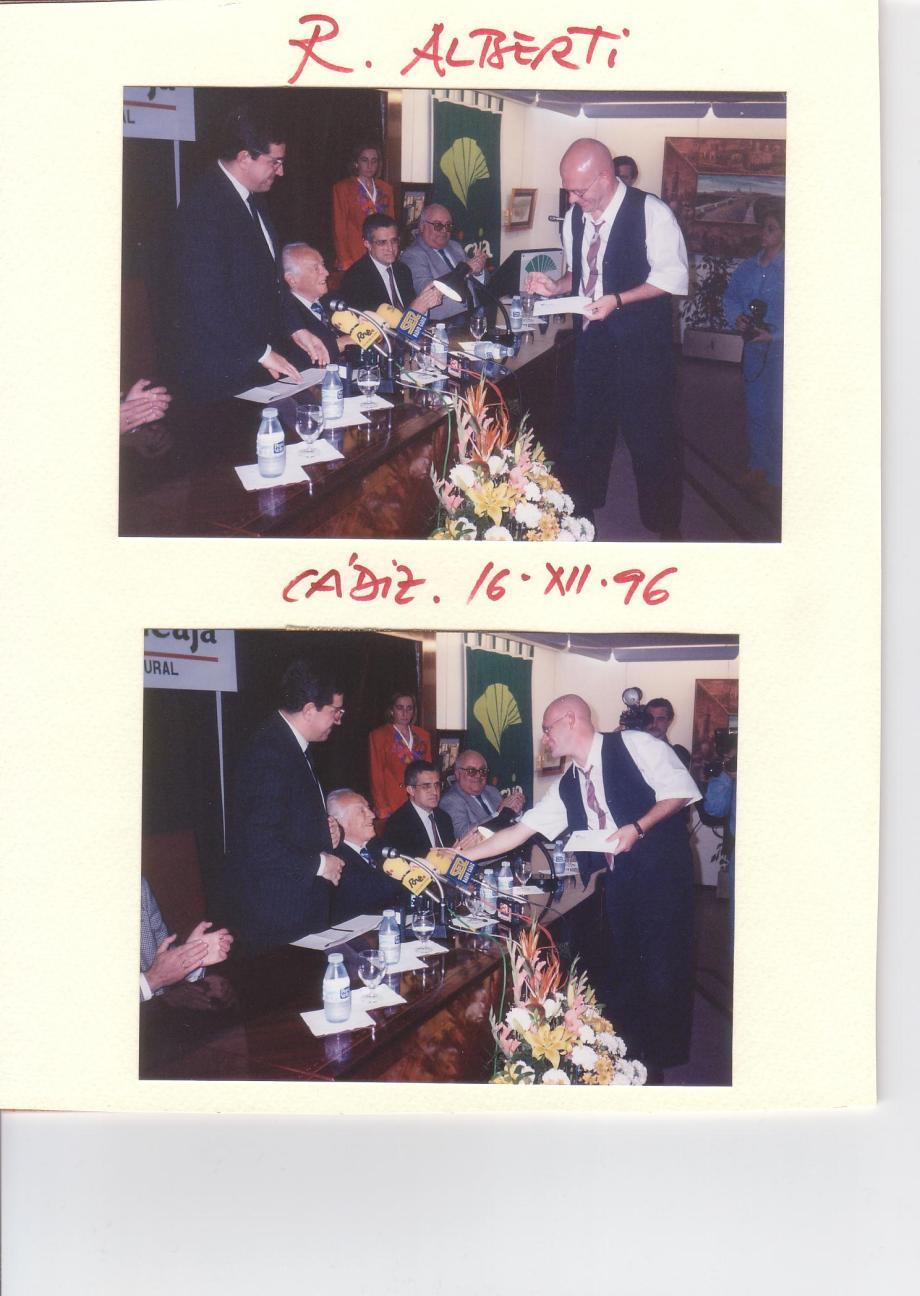 rafael alberti con daniel lebrato cádiz 16 12 1996 libro quién como yo dos fotos