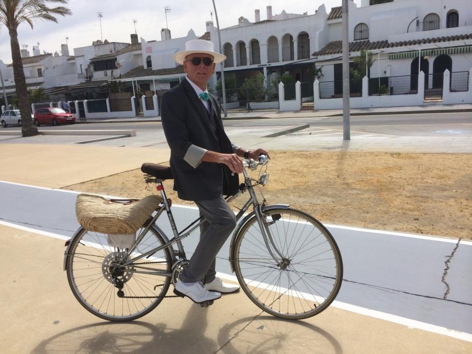 Daniel Lebrato en bicicleta.jpg