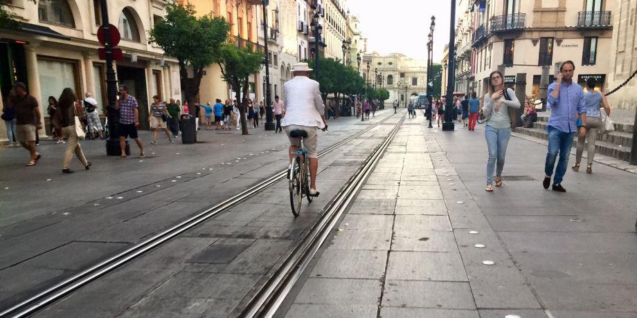 Daniel Lebrato por la Avenida de Sevilla 22 05 2017 (Foto Antonio Mateu) (2)