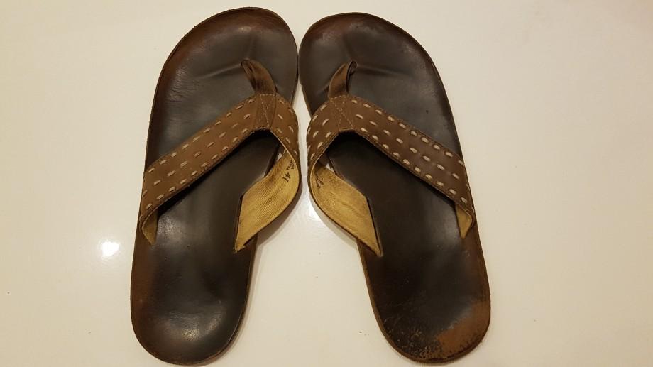 06 Mahatma Gandhi sandalias