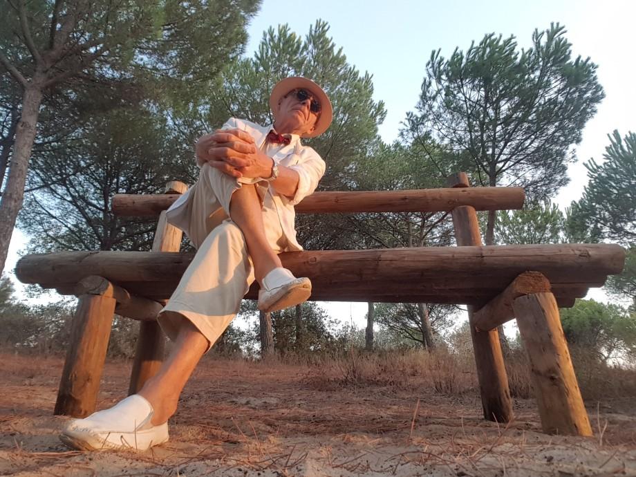 Daniel Lebrato sentado en Monte Algaida