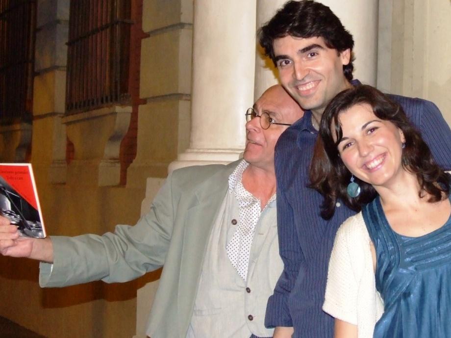 Diego Vaya entre Daniel Lebrato y Lidia Muñoz Márquez